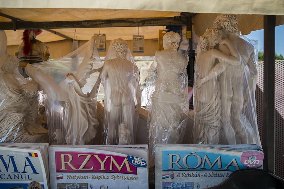 Skulpturen und Zeitschriften