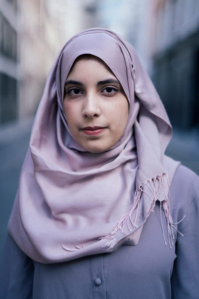 Frauenportrait mit Kopftuch