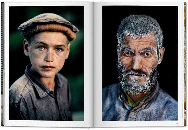 Offene Buchseite mit Portraitaufnahmen