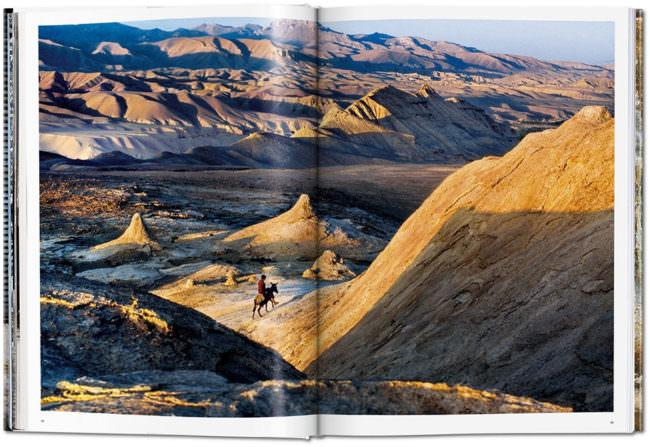 Buchseite mit Landschaftsfoto
