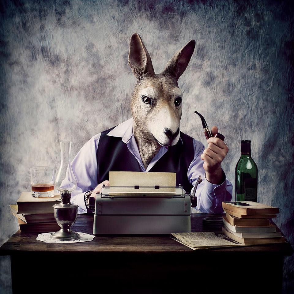 Ein Hase an einer Schreibmaschine