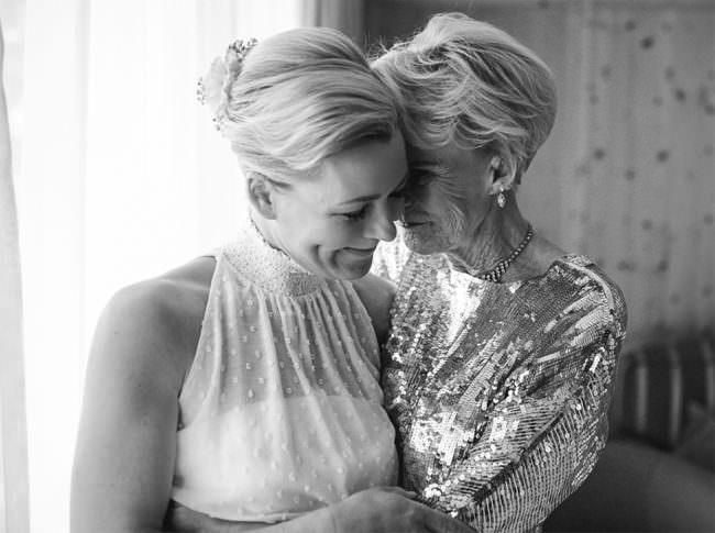 Eine Braut mit einer Frau