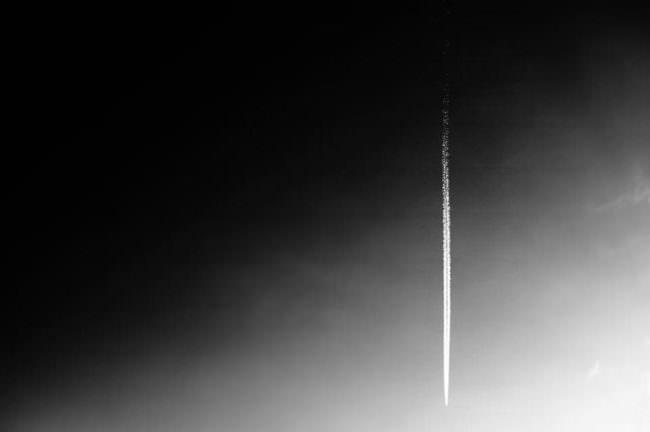 Kondensstreifen am Himmel