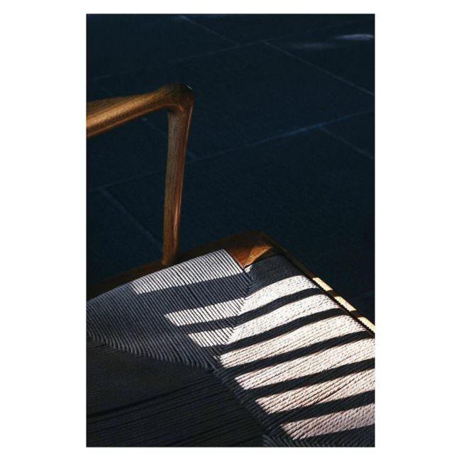 Lichtspiel auf einem Stuhl