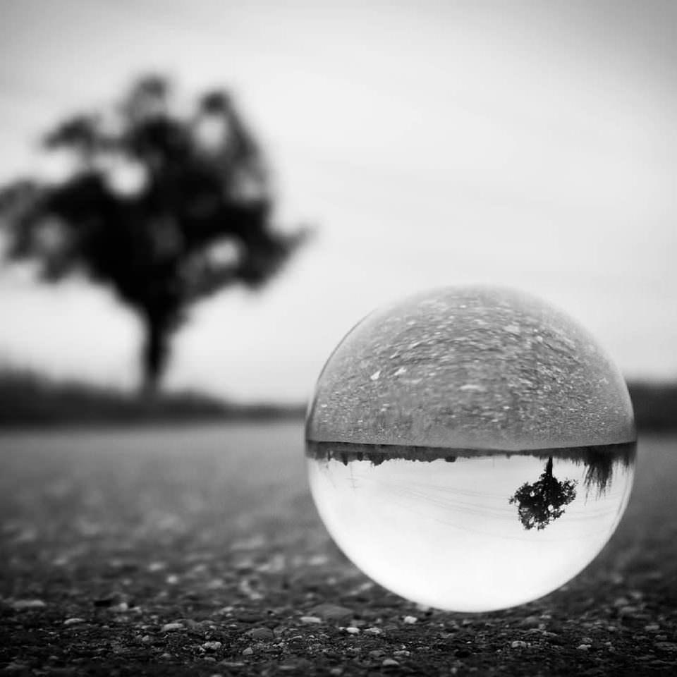 Eine Landschaft in einer Kugel