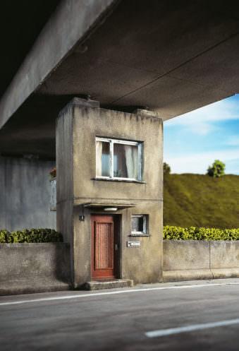 Ein Haus als Brückenpfosten