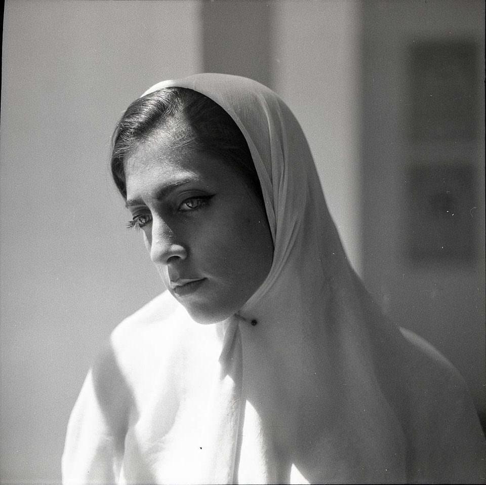 Schwarzweißportrait einer Frau