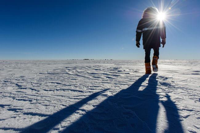 Ein Mann im Schnee