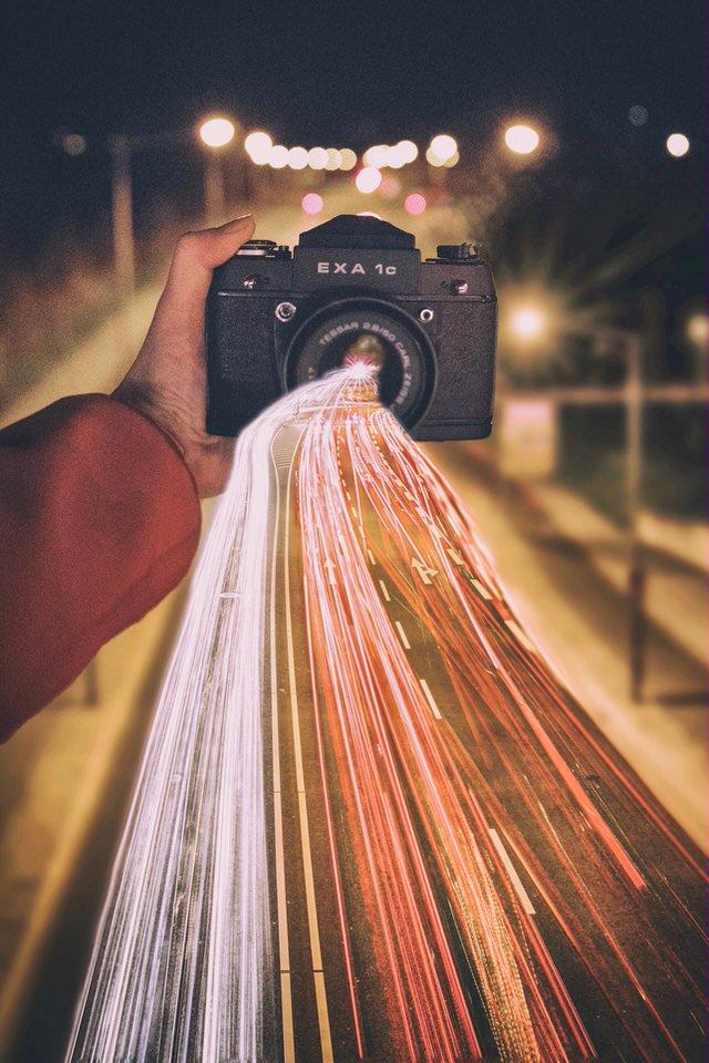 Straßenlichter gehen durch eine Kamera