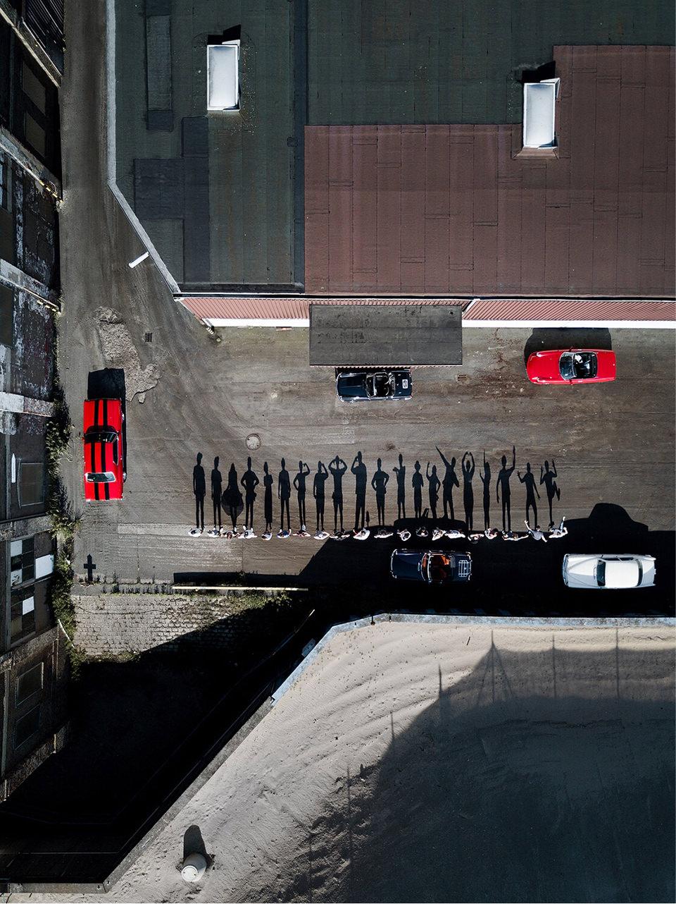 Foto von oben auf dem Menschen Schatten werfen