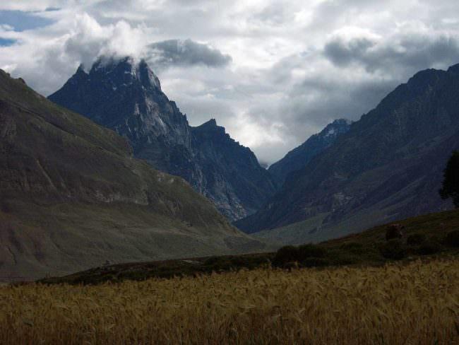 Eine Landschaft mit Bergen