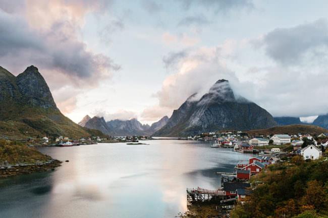 Ein Dorf am Wasser