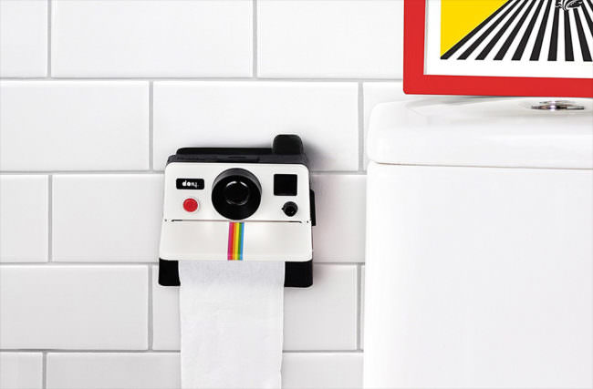 Toilettenpapierhalter in Polaroid-Kamera-Stil