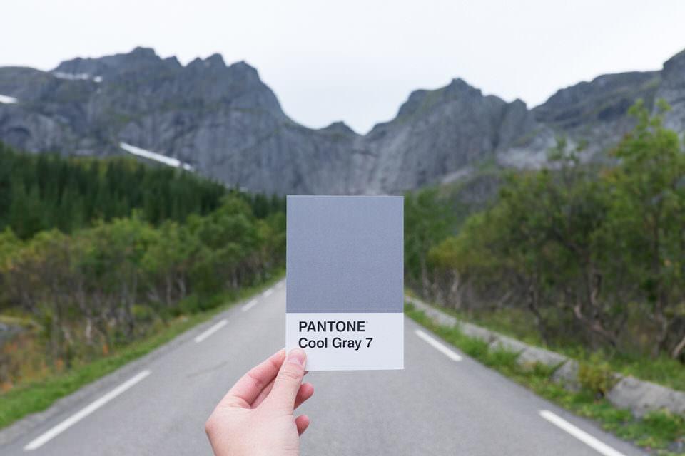 Straße mit Farbkarte