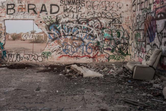 Eine Wand voller Graffiti