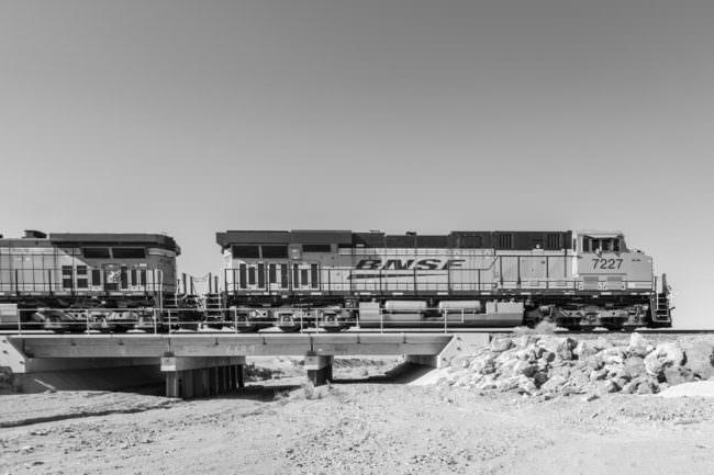 Ein Zug in der Wüste