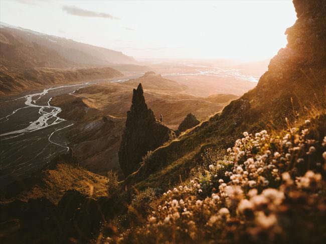 Landschaft mit schroffen Felsen