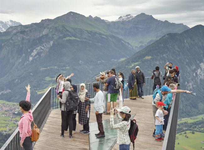 Menschen auf einer Aussichtsplattform