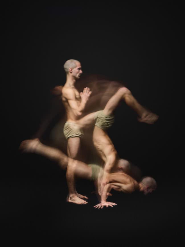 Langzeitaufnahme von Bewegungsabläufen im Yoga