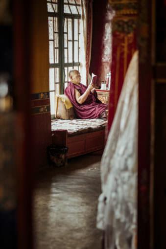 Einn Mönch liest