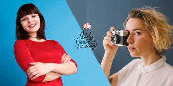 Zwei junge Frauen im Bild. Die linke lacht und hat einen roten Pulli an. Ihre Arme hält sie verschränlkt vor dem Körper. Die rechts gezeigte junge Frau blickt durch eine Kamera.