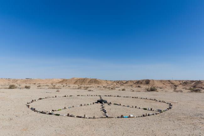 Peace-Zeichen in der Wüste