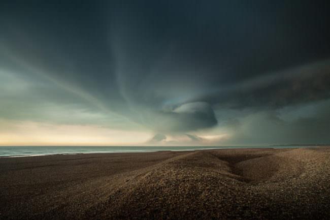 Landschaft mit dramatischem Himmel
