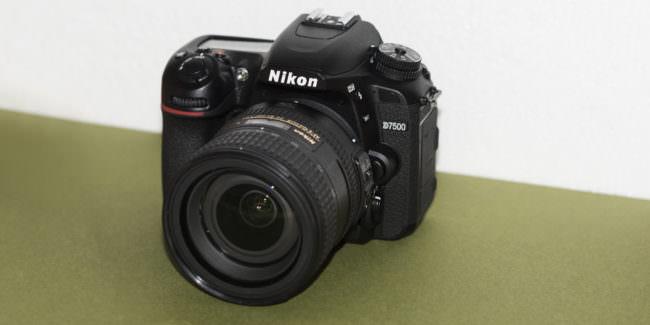 Bild einer Kamera Nikon D7500