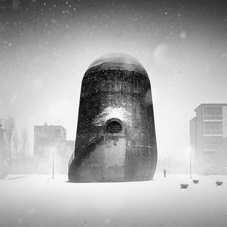 Ein Turm im Schnee