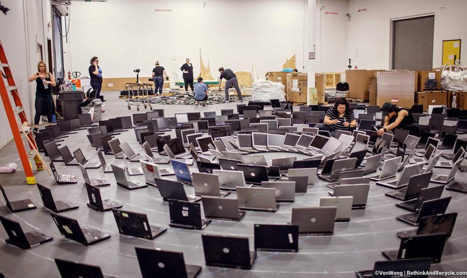 Aufbau einer Installation aus Laptops