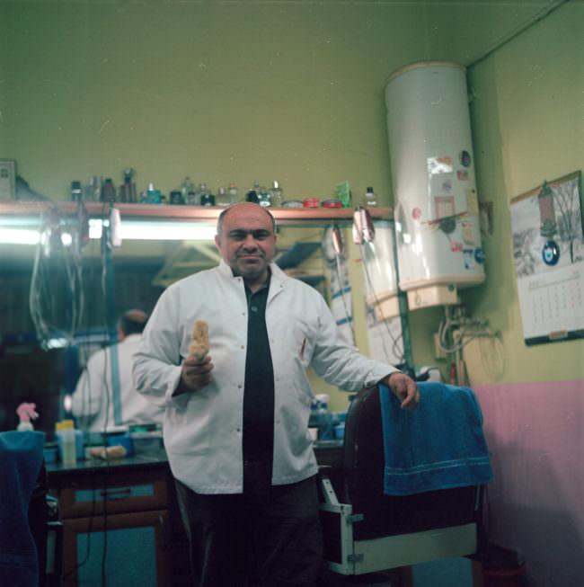 Mann in einem Friseursalon.