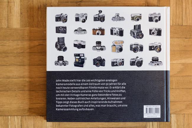 Ansicht eines Buchcovers, Rückseite. Mit vielen Abbildungen von Fotokameras.