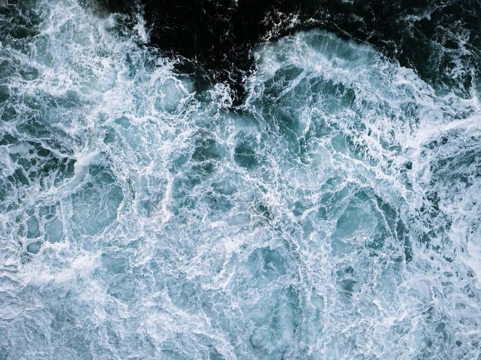 Schäumendes Meer.