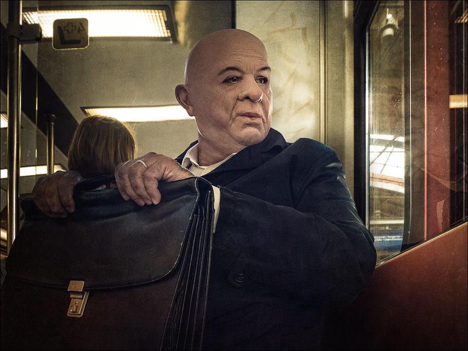 Ein Mann in der Bahn