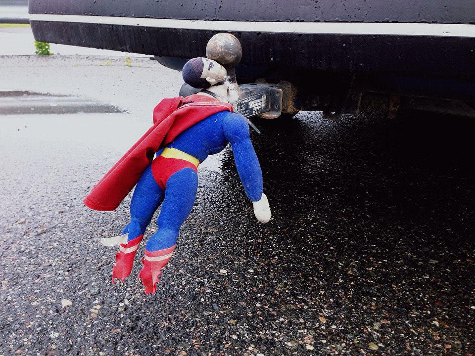 Superman auf Anhängerkupplung