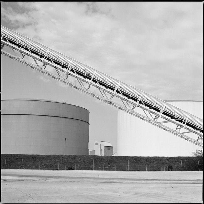 Schwarzweiße Industrielandschaft.