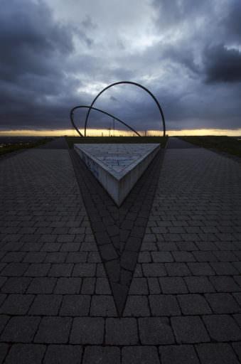 Denkmal in der Dämmerung