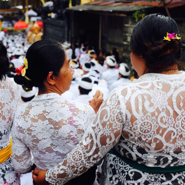 Frauen in weiß