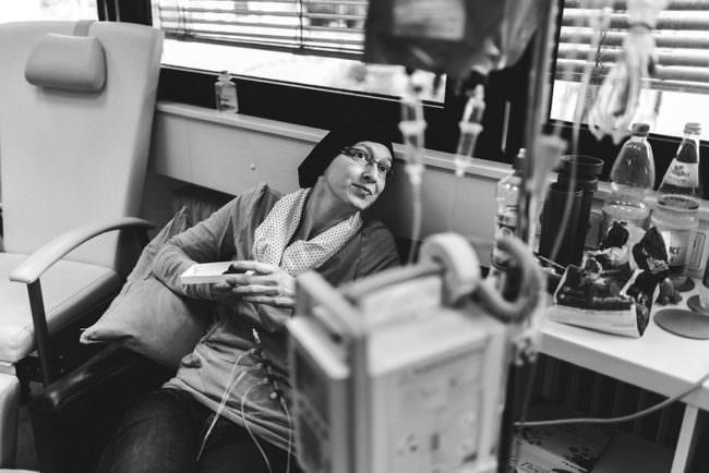 Eine Frau im Krankenhaus