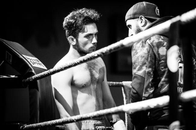 Zwei Männer im Boxring.
