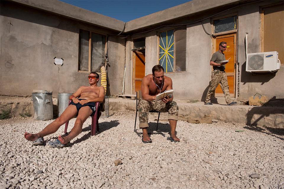 Soldaten sonnen sich