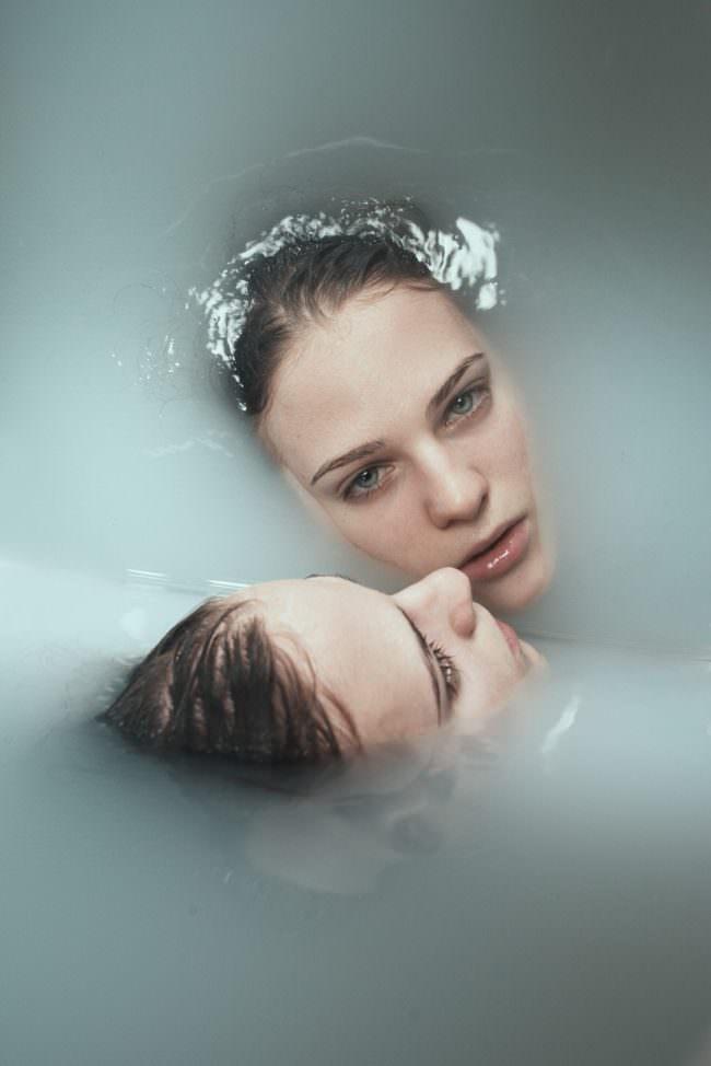 Gesicht im Wasser