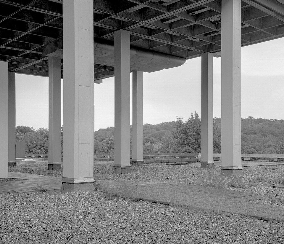 Brückenpfeiler aus Beton.