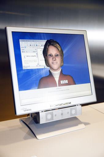 Computerbildschirm mit Abbildung einer Frau.