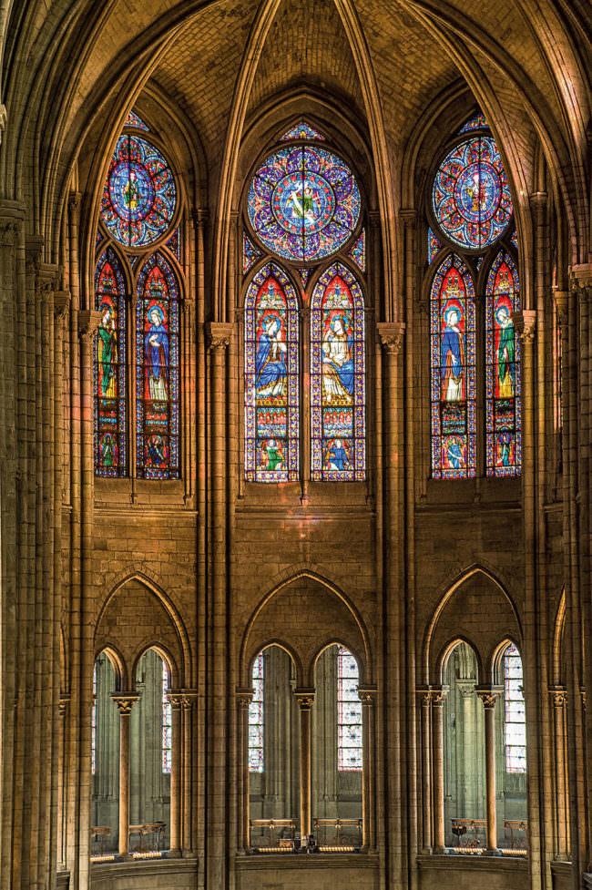 Buntglasfenster in einer Kirche