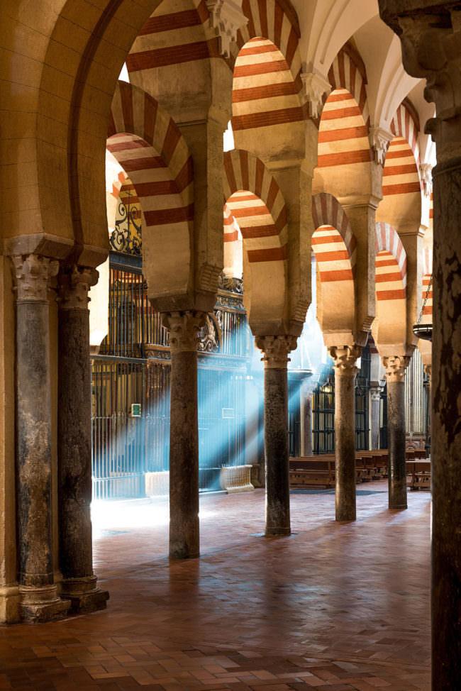 Torbögen in einer Kathedrale