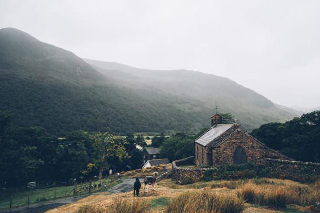 Kirche in einer Landschaft