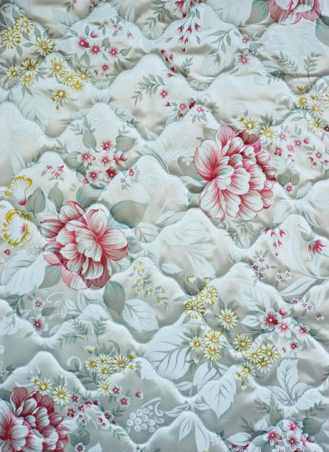 Matratze mit Blumenmuster