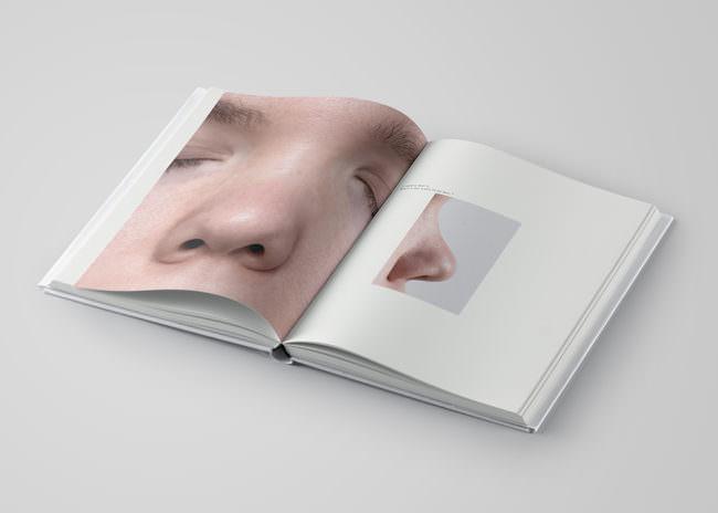 Aufgeschlagenes Buch mit Zeichnung und Text