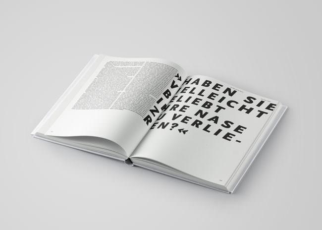 Aufgeschlagenes Buch mit Text